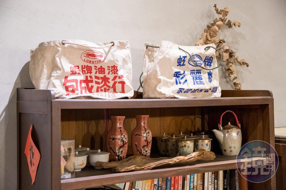 油漆行的舊布袋,成了民宿的老物藝術。