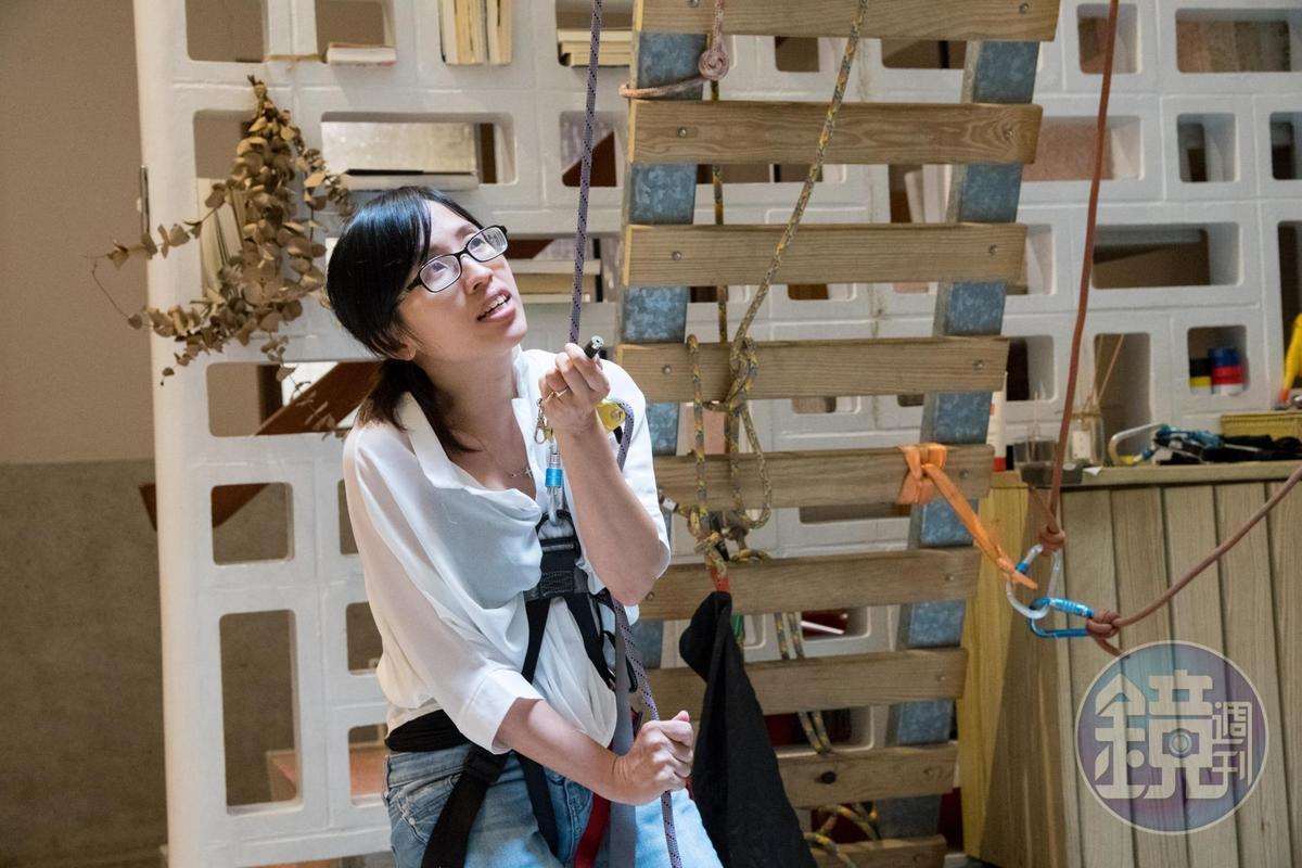 女主人吳怡萱過去擔任社工師,帶領孩童透過攀岩、溯溪等戶外運動,探索潛能。
