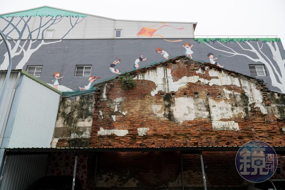 包成家外牆有著吳家人童年記憶的塗鴉。
