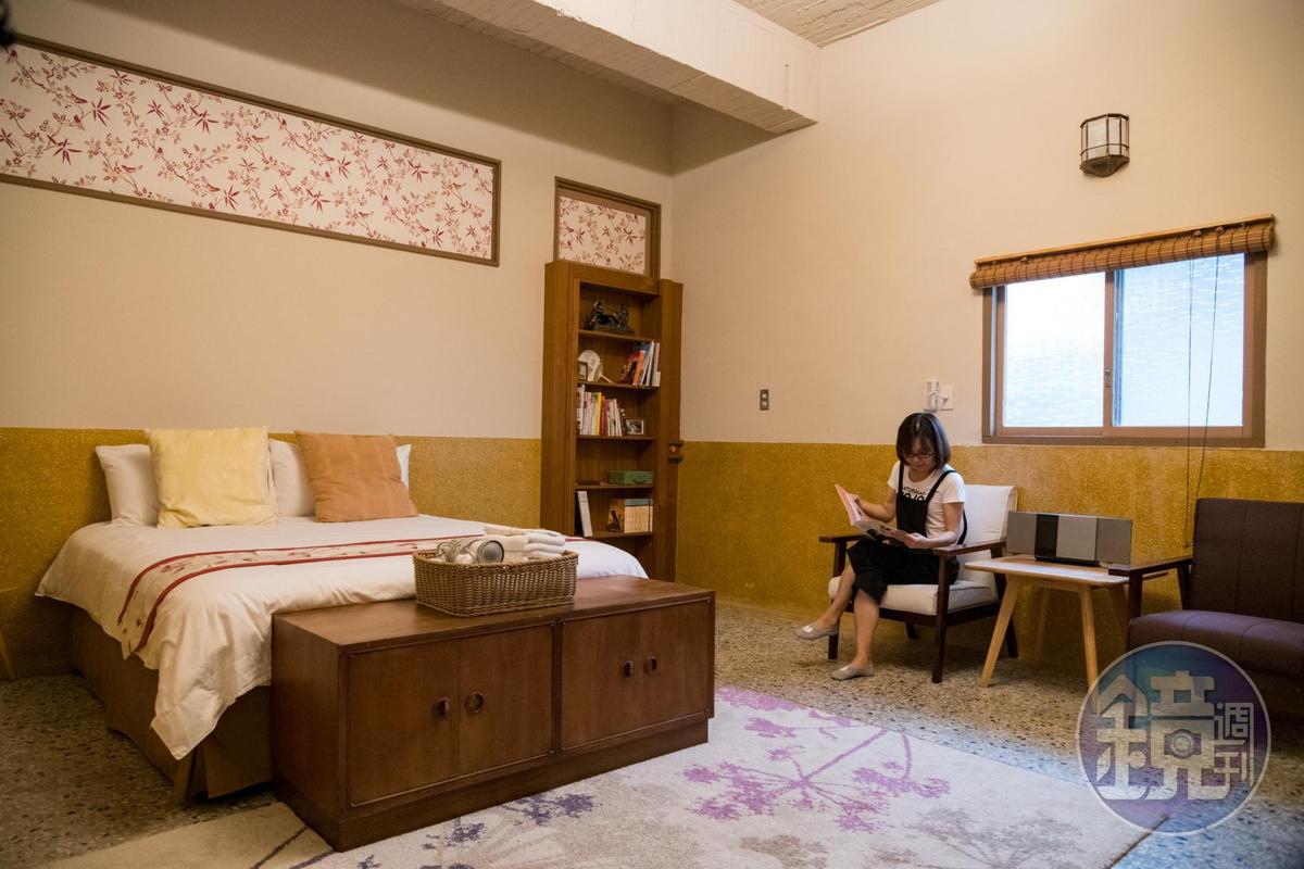 「榮幸居」是過去阿公和阿嬤的臥房,小木門可通向書房。