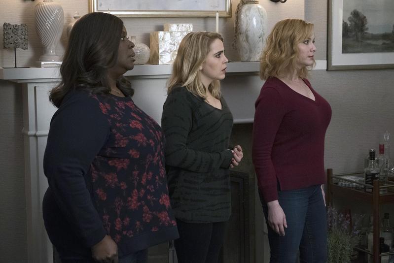 露比(左起)、安妮、貝絲三位住在底特律郊區的家庭主婦,不約而同被錢壓到喘不過氣,讓她們決定幹一票大的應急,結果惹來一堆麻煩。(Netflix提供)