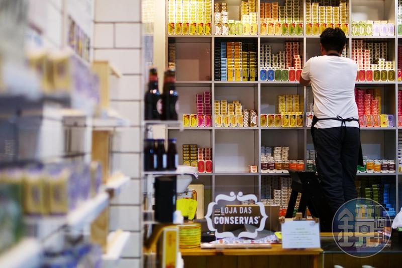 LCM澳門葡式辣魚店引進超過19家葡萄牙罐頭品牌與上百種口味。