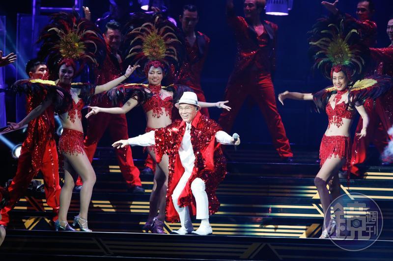 陳雷首登台北小巨蛋,演唱會秀場張力飽滿。