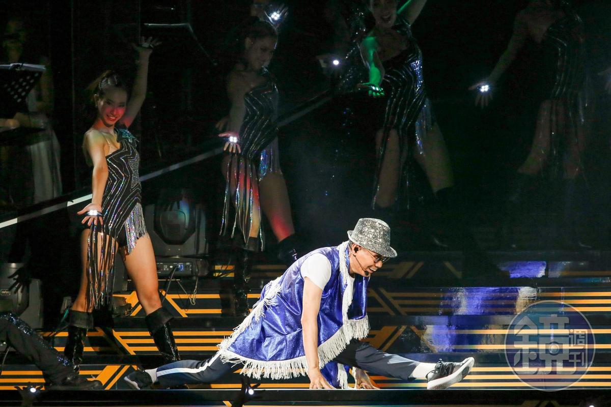 腳骨軟的陳雷,為了演出就劈了下去。