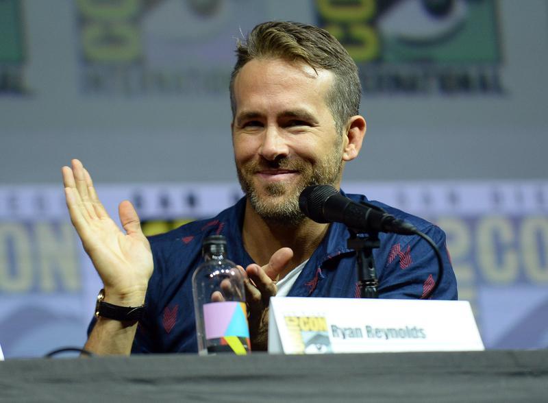 萊恩雷諾斯在聖地牙哥動漫展與粉絲見面,還被問到比較痛恨「綠光戰警」還是《金鋼狼》中的「死侍」。(東方IC)
