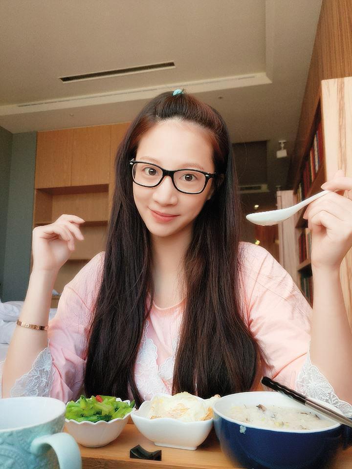林采緹在粉專po出她在月子中心的飲食,看起來心情相當不錯。(翻攝自林采緹粉專)