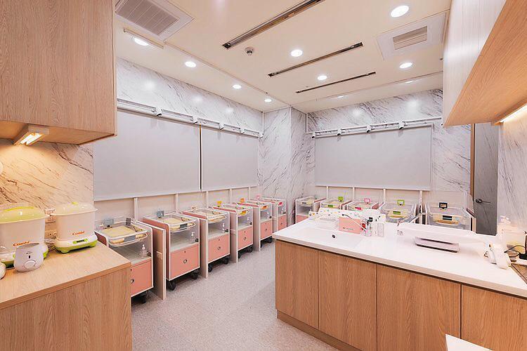 林采緹入住的月子中心相當高檔,三餐都有醫師、營養師做調配,育嬰室更有國際標準認證。(翻攝自汭恩產後護理之家粉專)