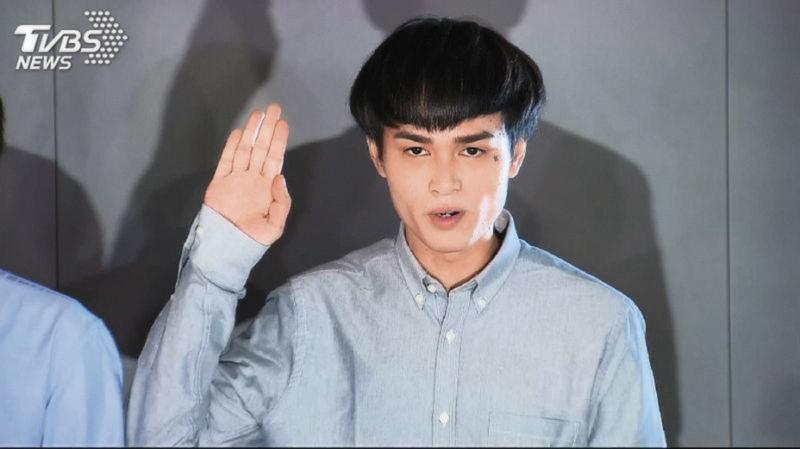 前年9月,胡睿兒因為呼麻被抓,召開記者會出面道歉,演藝事業也因而陷入低潮。(翻攝自TVBS)