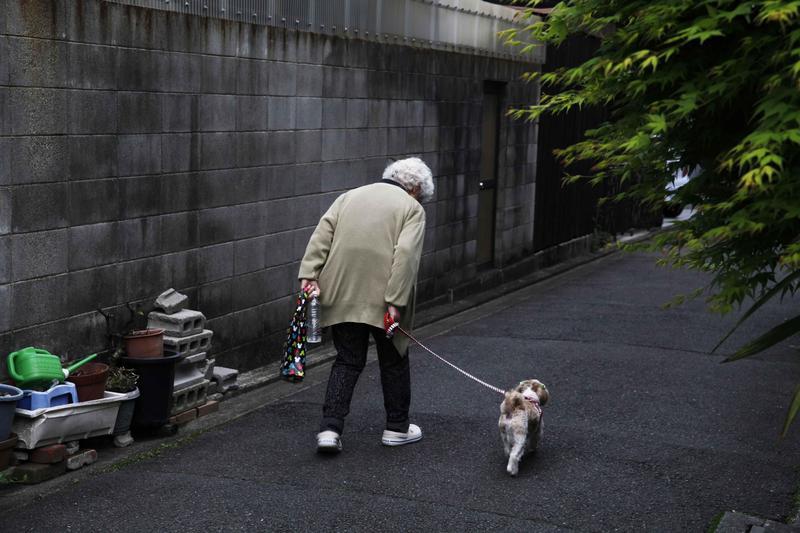 日本2017年截至10月的人口調查顯示,總人口數1.27億,連續七年呈現下降。65歲以上人口突破新高達3515萬,佔人口數27.7%。(東方IC)