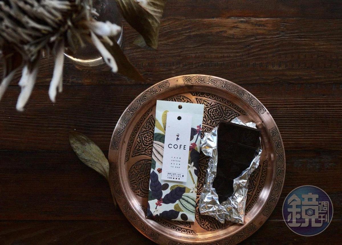 中深焙的「屏東三地門石頭咖啡莊園的水洗咖啡」口感厚實,煙燻味重,有細微沙沙的口感。