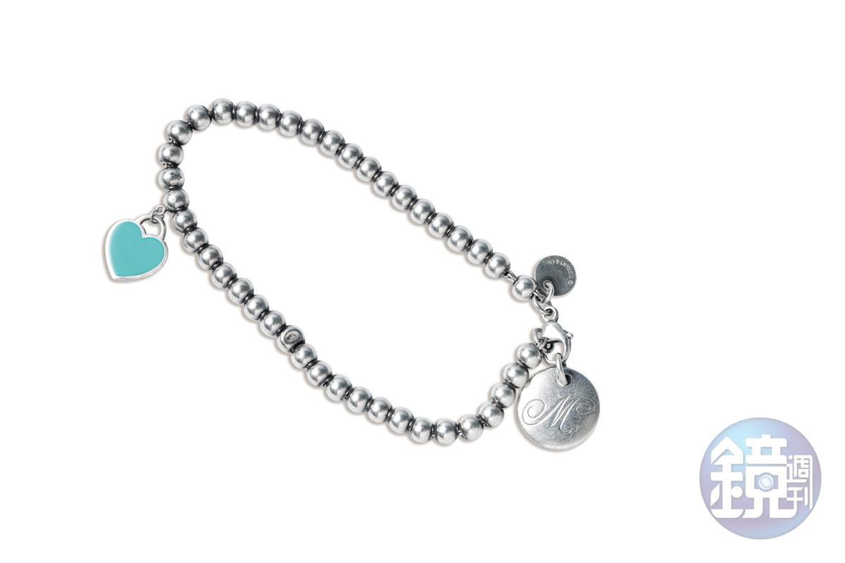 Tiffany&Co.手鍊(綴飾上的M代表女兒Mia)。姑姑送的生女兒禮物