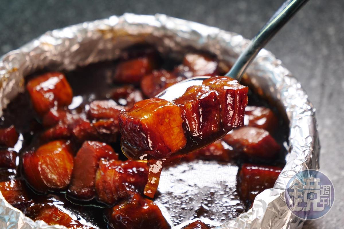 超下飯的醬汁與三層肉,把這道料理鹹酸甜的比例完美呈現。