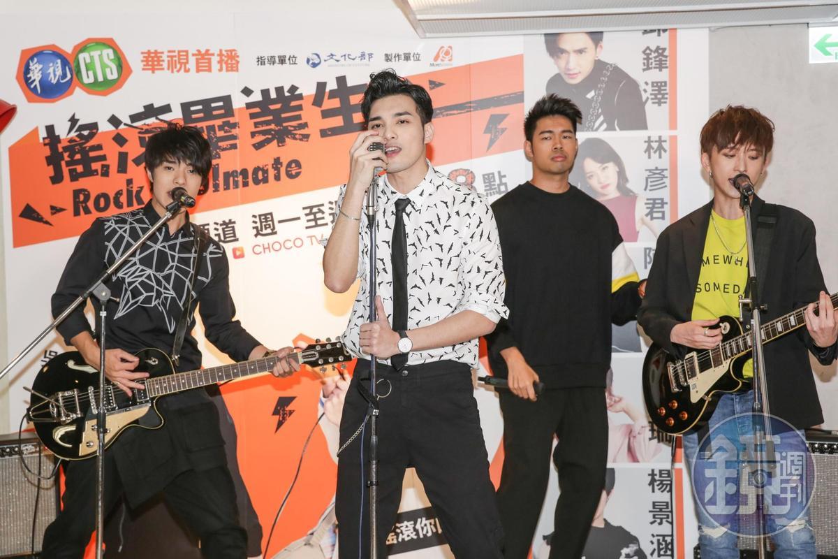 偉晉(左二)對唱歌很有想法。