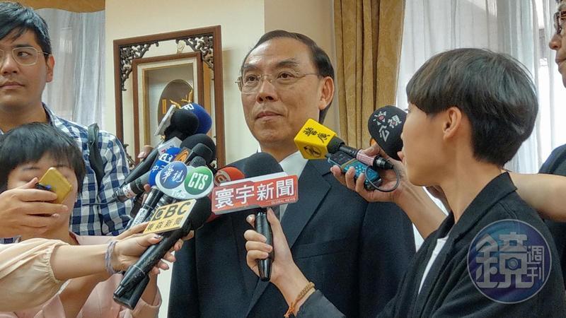 新上任的法務部長蔡清祥針對檢察官辦私案,表示感到「不齒」,並啟動懲處程序。