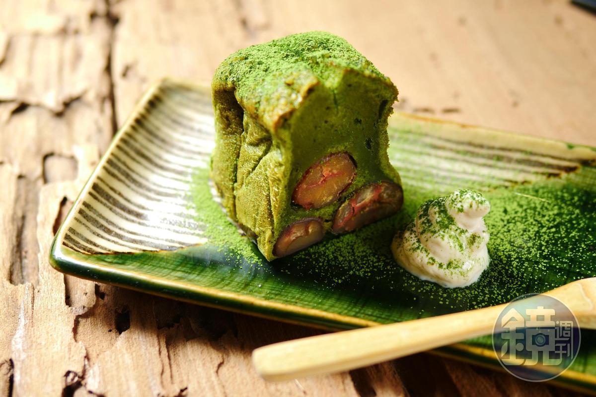 「宇治大吟釀」抹茶口味磅蛋糕搭配酒香栗子,是一絕。(220元/份)