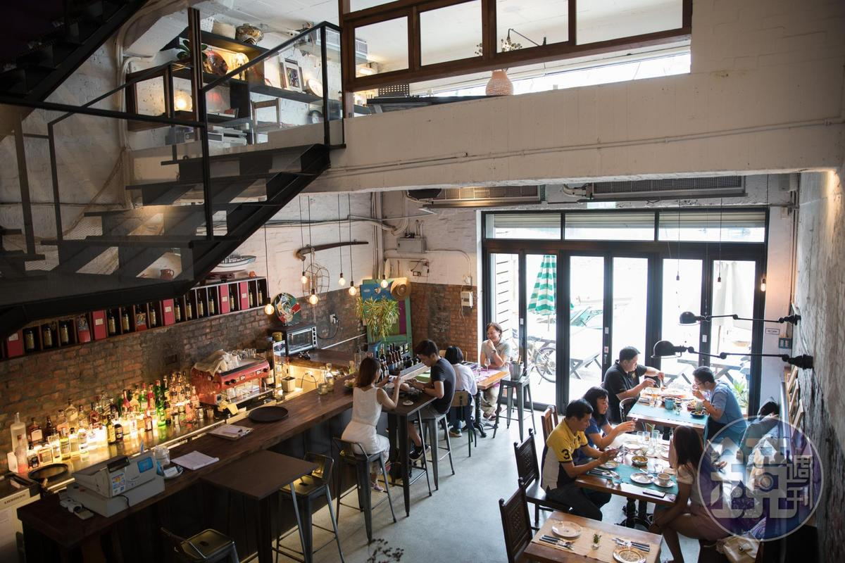 「CASA PICASSO」利用昔日舊修船廠改建成餐廳。