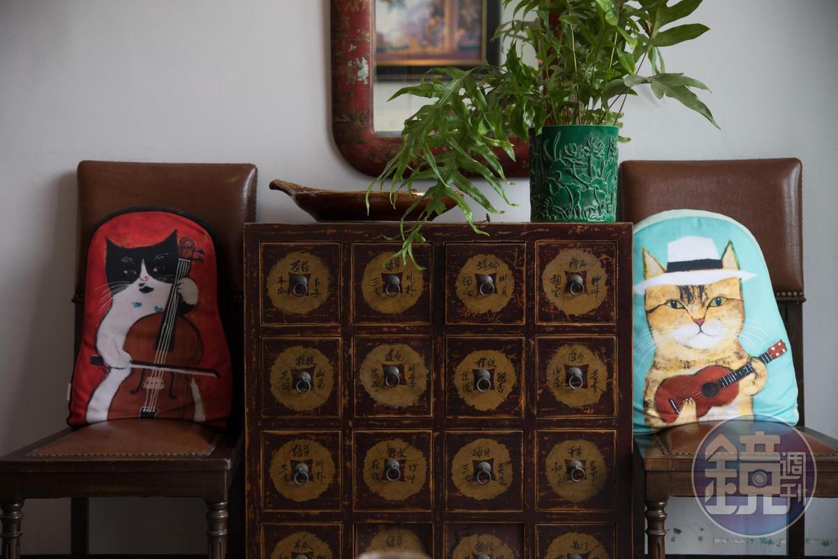 「CASA PICASSO」古董家具營造出復古優雅風情。