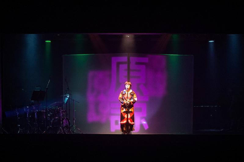 邱比在台北市華山Legacy展演空間舉辦《上下一方》巡迴演唱會。(ROKON滾石電音提供)