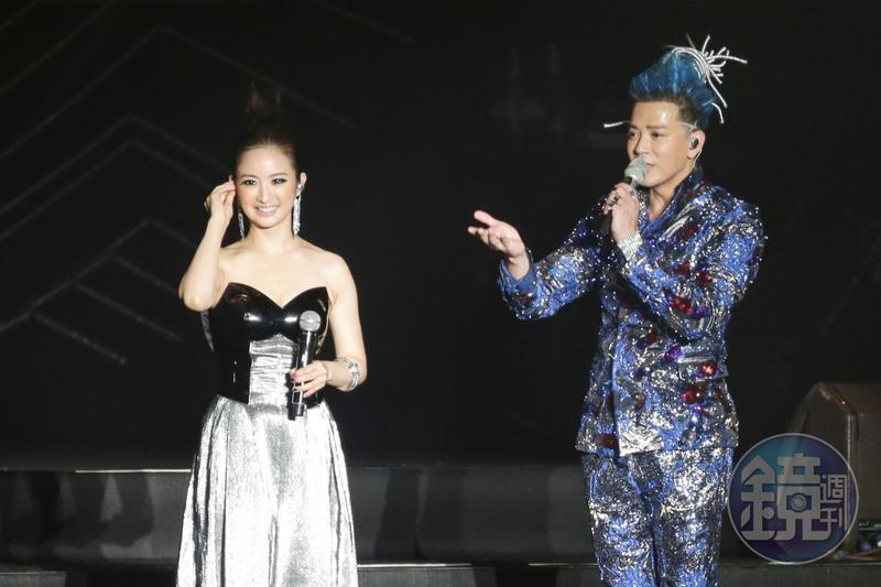 林依晨不僅與陳曉東合唱電視劇《蘭陵王》的插曲〈突然心動〉,還細數當年迷戀陳曉東的追星史。