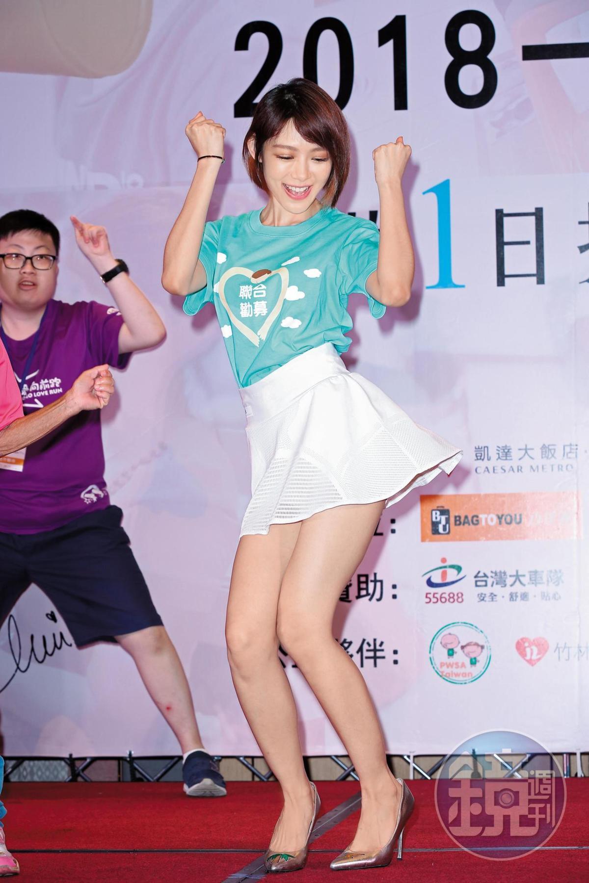 按照林明禎的算法,她已經「失戀六十七天」,但她不只心慌手顫,還滿口胡言,不過裙襬仍搖得用力。