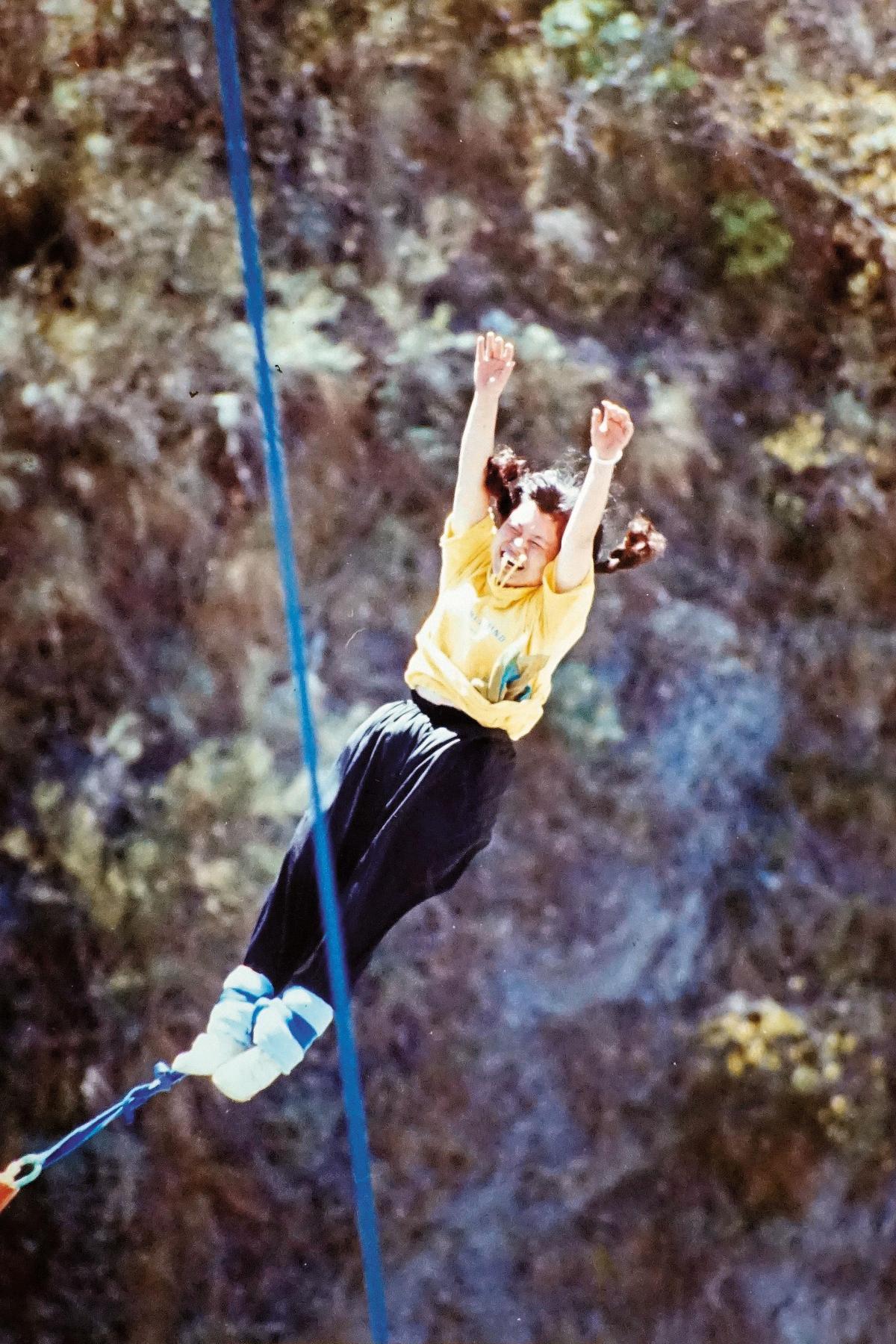 當年錢多時間多,蔣月惠到處嘗試刺激挑戰,包括去紐西蘭高空彈跳、去北歐自助35天。(蔣月惠提供)