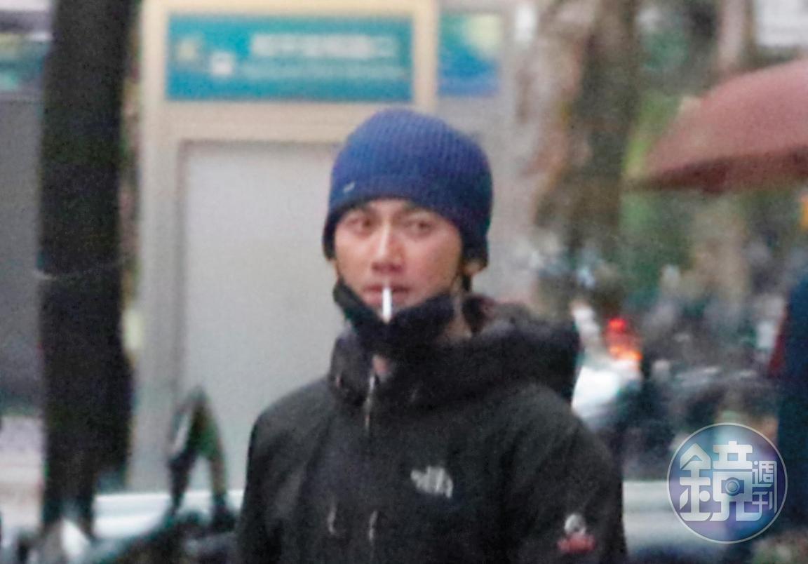 之前邵雨薇被本刊拍到跟吳慷仁約會,事件延伸至兩人的前男、女友張立昂及鍾瑶,一時之間滿城風雨。