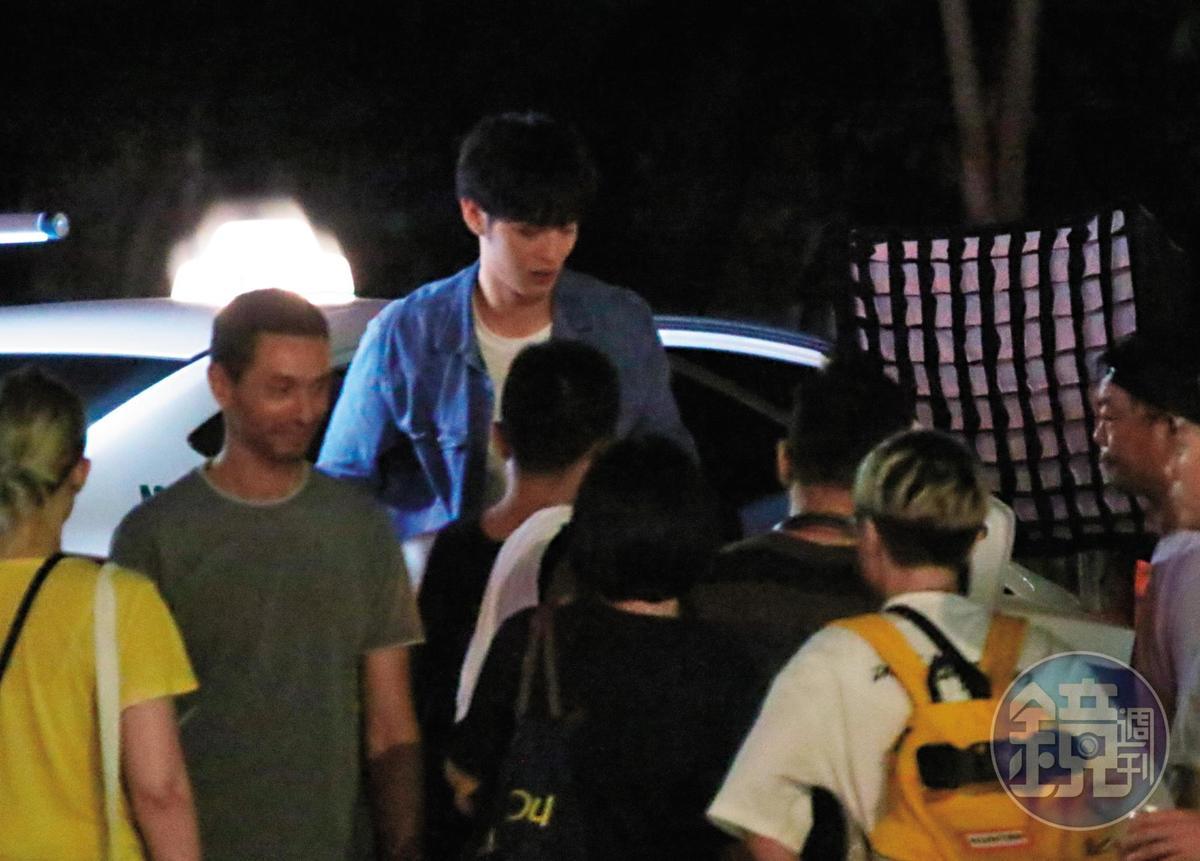 23:26 電影找來二十四歲的曹佑寧跟昆凌對戲,兩人雖然同年紀,但昆凌已是兩個孩子的媽。