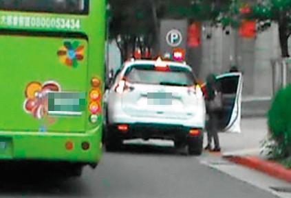 11:53,羅順定送妻子上班後,繞到台北市信義區接小三(紅圈處)。(讀者提供)