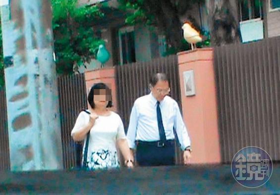 6月13日 10:24,羅順定(右)與妻子(左)一同從家裡出門,隨後羅開車送妻子上班。