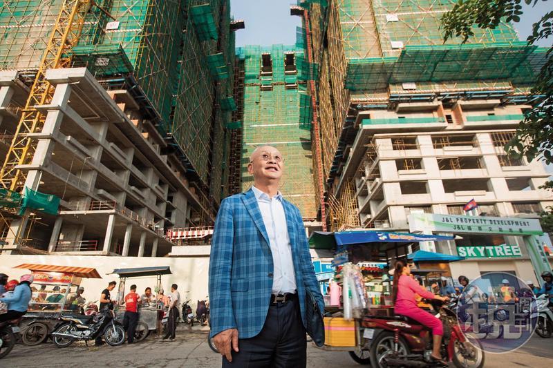站在鞋廠舊址改建的建案基地「Sky Tree」前,吳景亮難掩自豪神情。