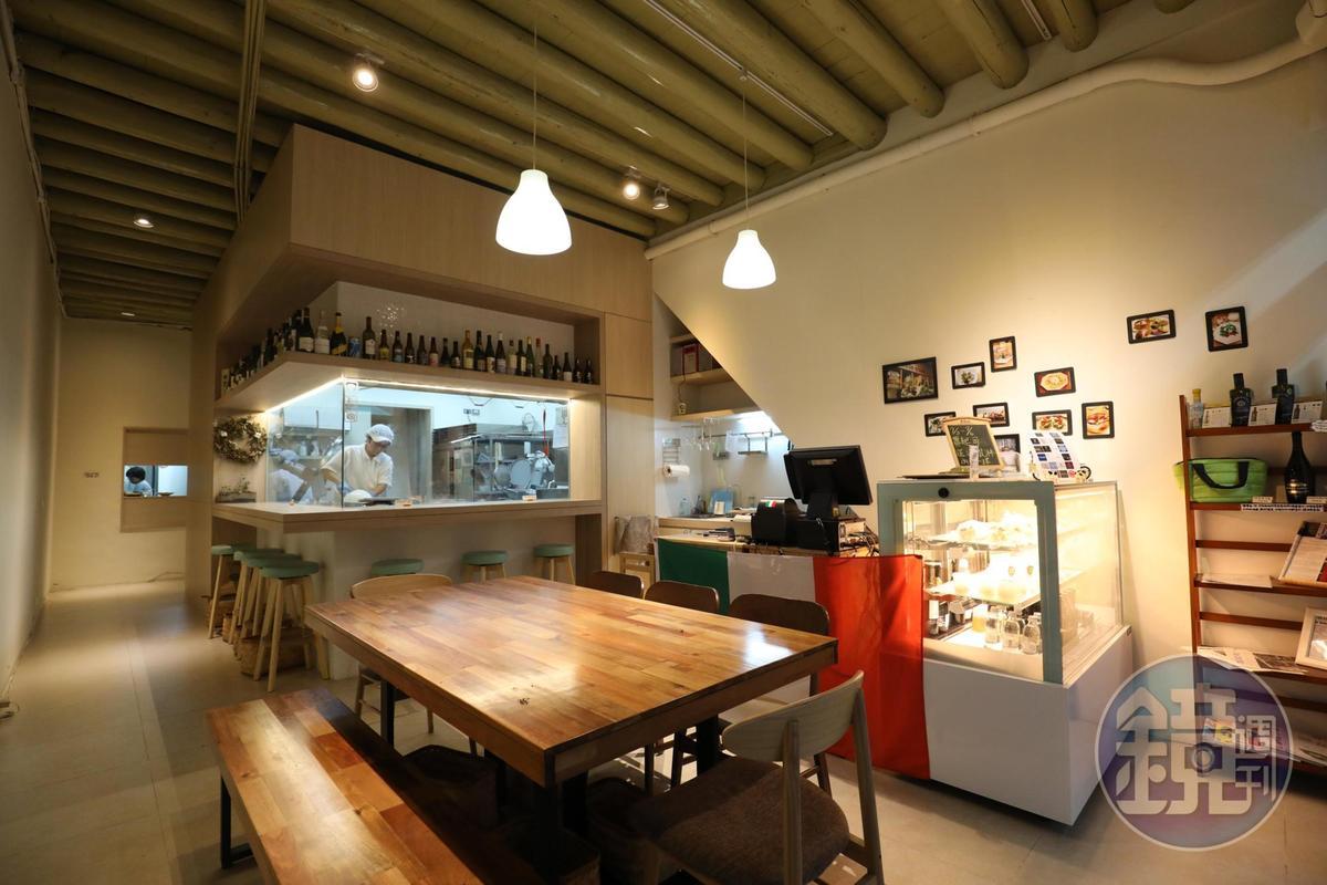 「Man Mano慢慢弄·乳酪坊」也是食材教室,民眾來此可以邊吃鮮作起司,同時透過玻璃窗見到起司製程。