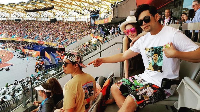 周杰倫與昆凌利用Instagram放閃,打造銀色夫妻的形象。(翻攝自周杰倫Instagram)