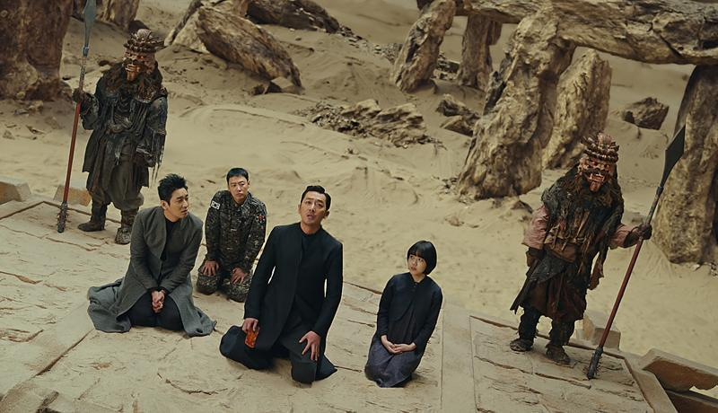 《與神同行:最終審判》在韓國上映首日,以逾124萬觀影人次榮登韓國影史首日觀影人次冠軍寶座。(采昌國際多媒體提供)