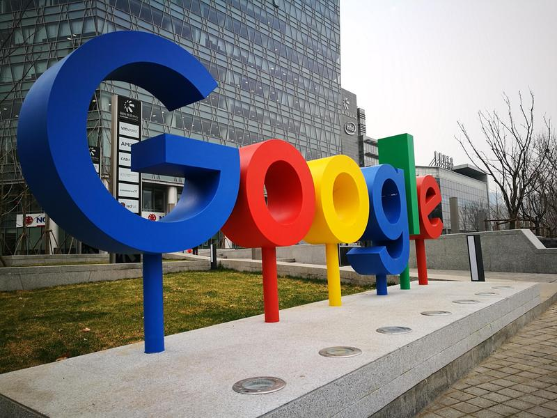 Google在北京中觀村北四環辦公室前豎立的企業標誌。(東方IC)