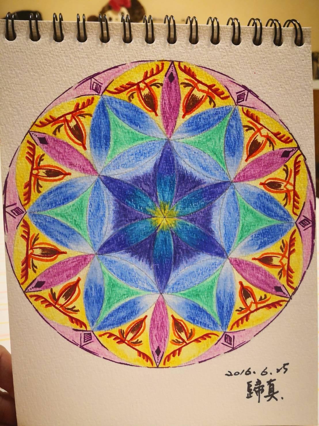 一位影響陳郁卉很深的英國穆斯林客人近年辭世,她為紀念他畫下「生命之花」,題為「歸真」,盼他回歸阿拉懷抱得以安息。(金元福提供)