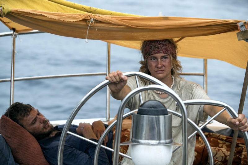 雪琳伍德利和山姆克萊弗林在愛情災難片《我願意》中,飾演遭遇船難的愛侶。(Catchplay提供)