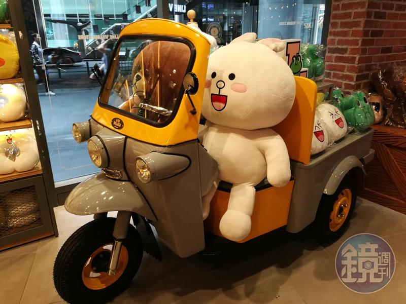 全球首家曼谷LINE VILLAGE樂園,少不了泰國特色嘟嘟車。