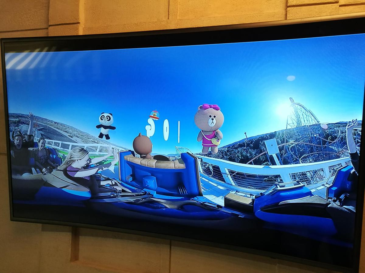 曼谷LINE VILLAGE樂園結合VR科技,讓遊客體驗坐雲霄飛車的快感。