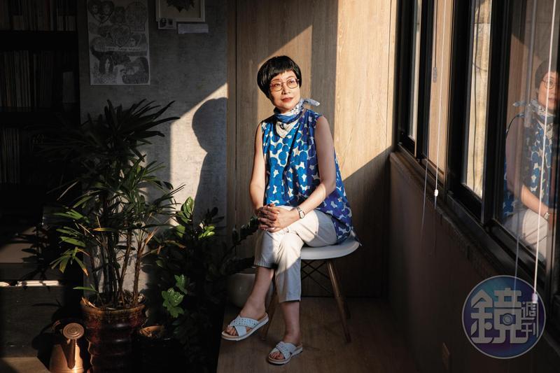 57歲的張曼娟單身,但她說那也意味著獨立自主,「我們都花了太多時間思考等待別人替我們做什麼,但那其實是一種生命的浪費。」
