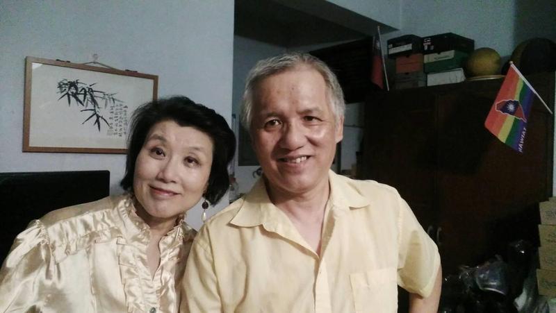 「同志父母愛心協會」創辦人郭媽媽(左)曾協助許多同志爸媽處理親子問題。