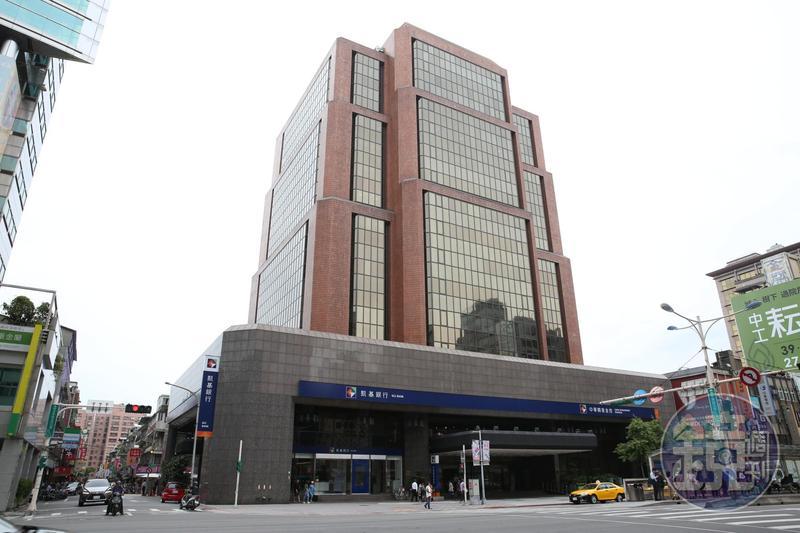 中華開發資產管理公司總經理劉宗雄於今(3)日下午2點墜樓身亡。