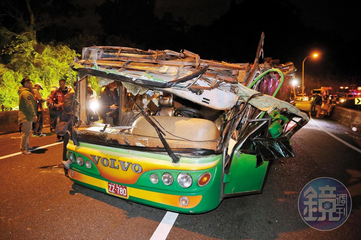 友力通運靠行的遊覽車在國道翻覆,造成33人死亡慘劇。