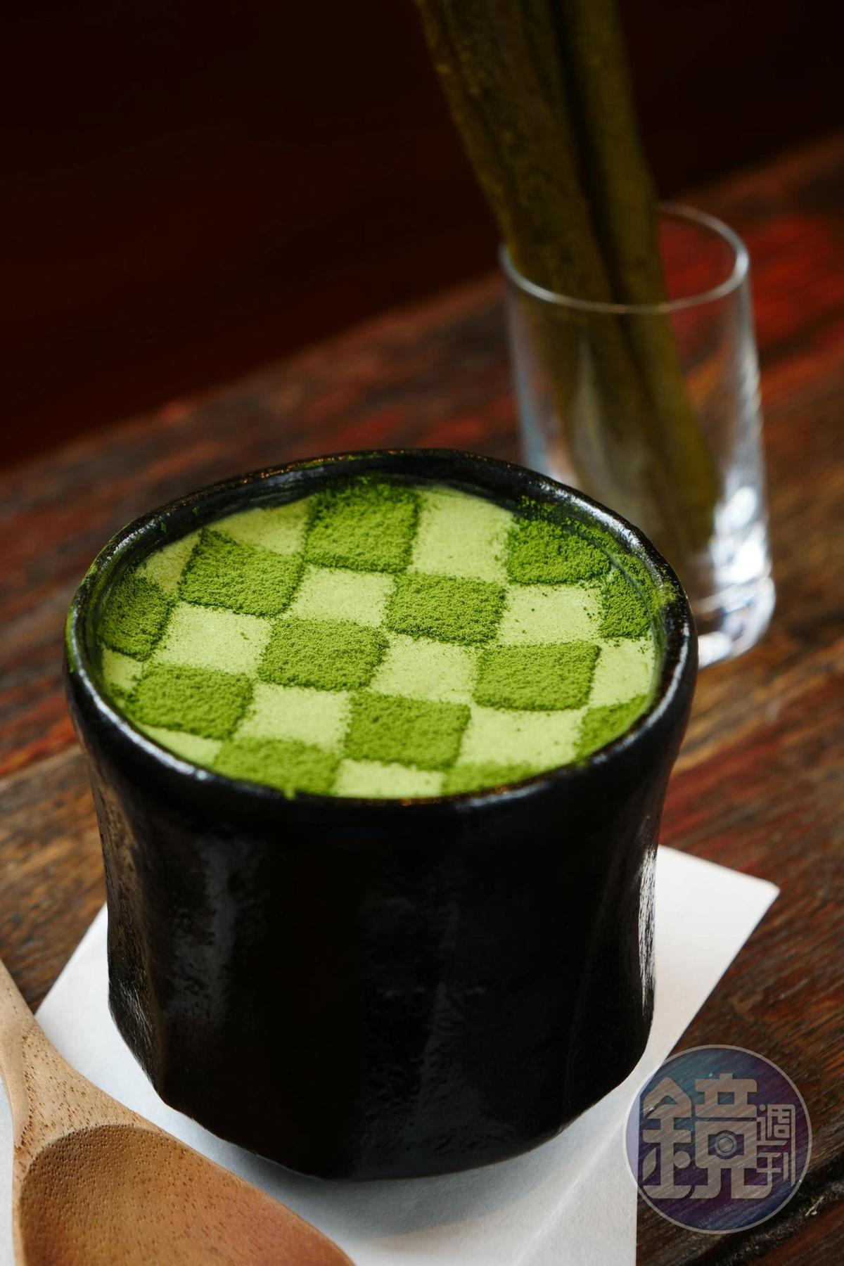 「抹茶提拉米蘇」格紋狀飾面的靈感來自京都東福寺裡的青苔,幼綿提拉米蘇裡有手沖咖啡製成的咖啡凍。(280元/份,忠孝店限定)