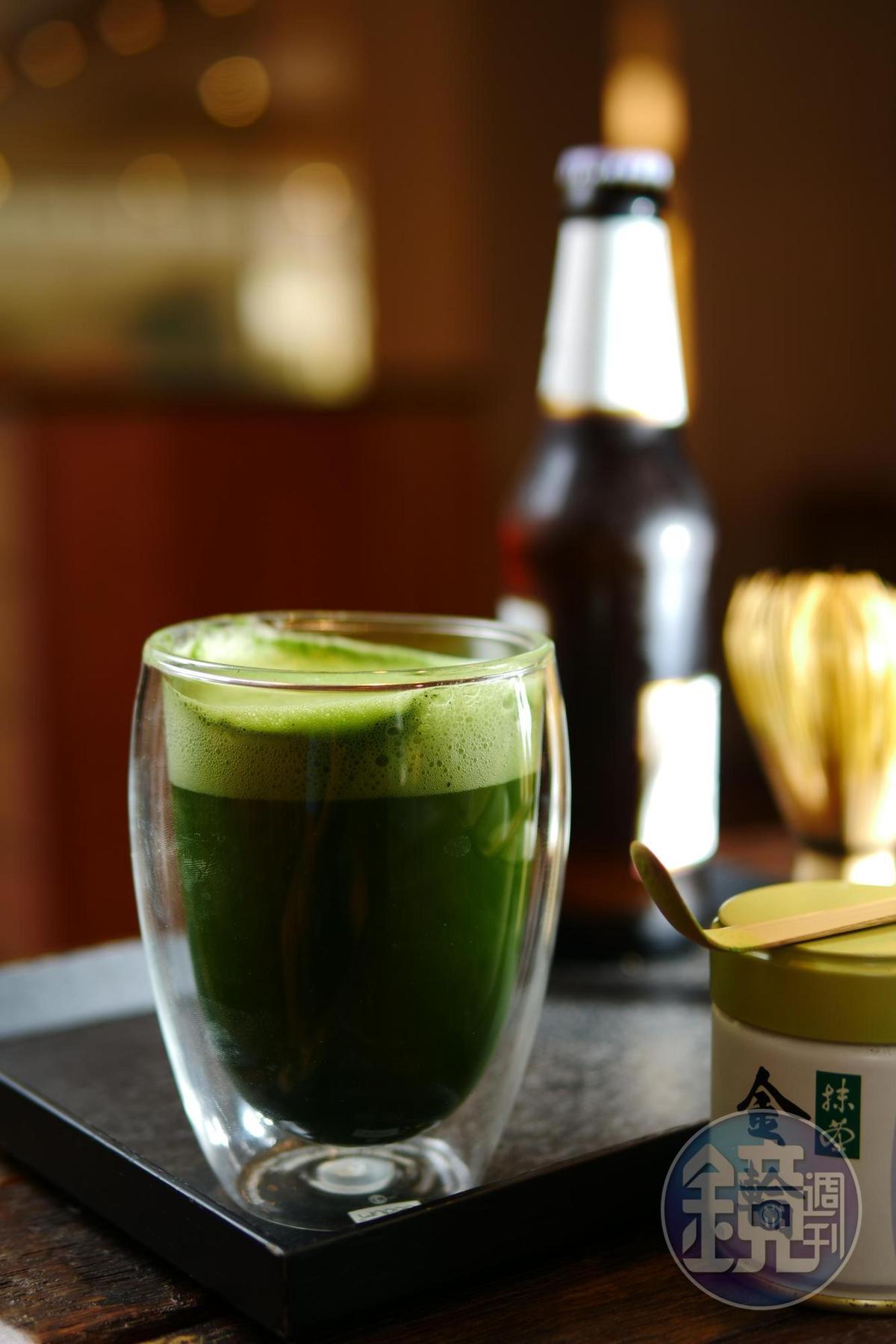 「抹茶啤酒」使用「丸久小山園」金輪抹茶粉,搭配Lager啤酒,喝上一口,暑氣全消。(220元/杯,忠孝店限定)
