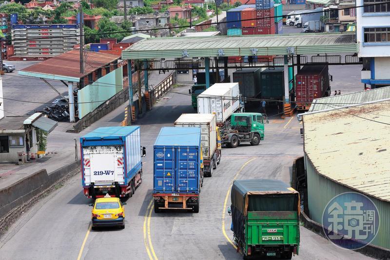 上百名運將生財貨車遭台億公司違法詐貸,導致貨車被扣走。圖為示意圖。