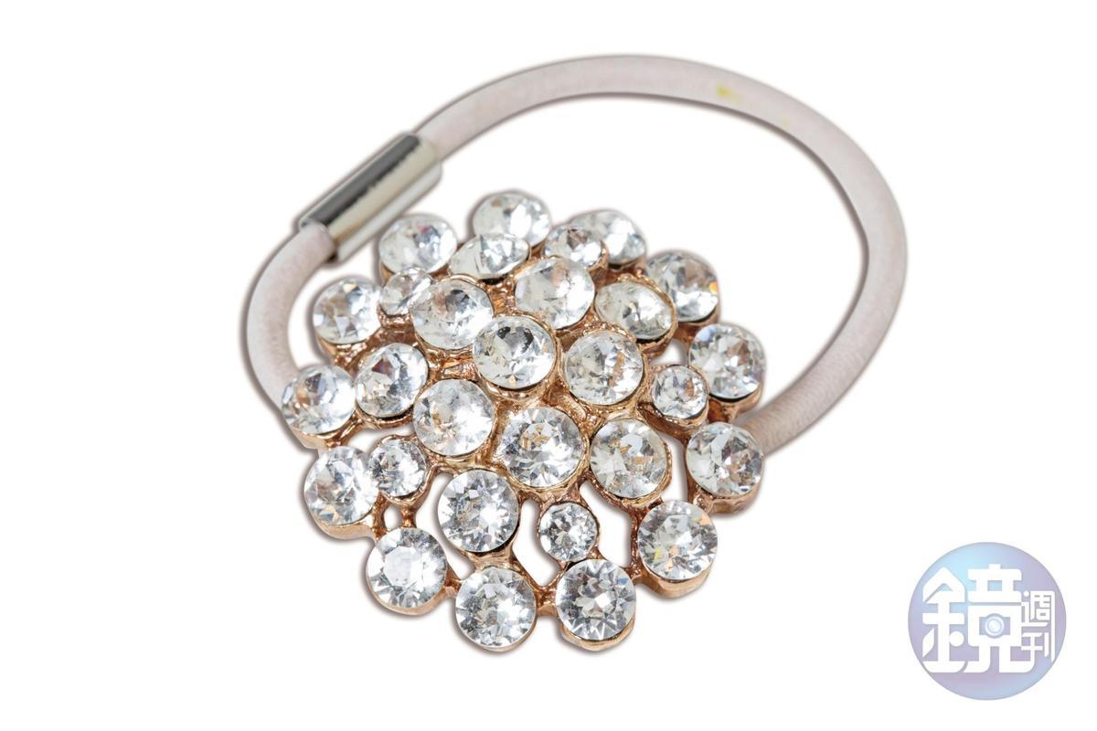 JENNIFER BEHR髮飾當成的手環。NT$8,600