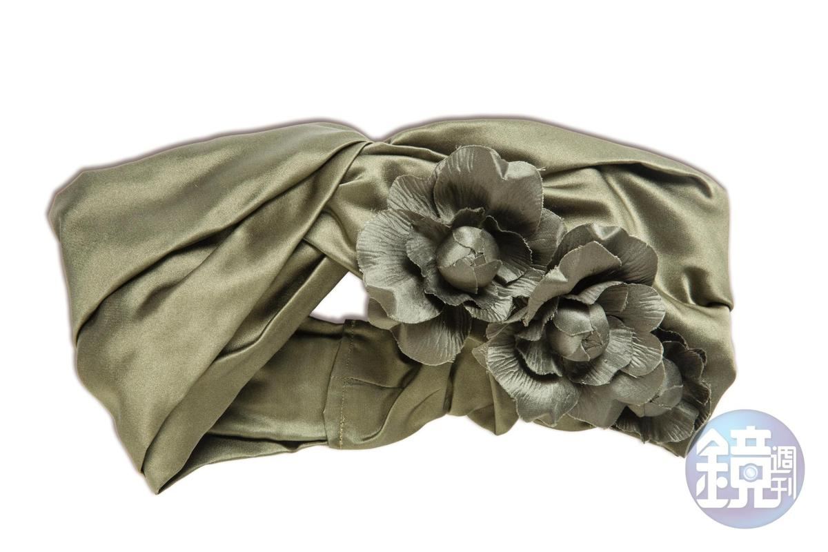 JENNIFER BEHR緞面花朵裝飾髮帶。NT$19,850