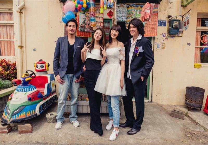 《鬥魚》電影版宣佈藍正龍(左起)、安以軒、陸明君、張勛傑等老班底回歸演出。(多曼尼提供)