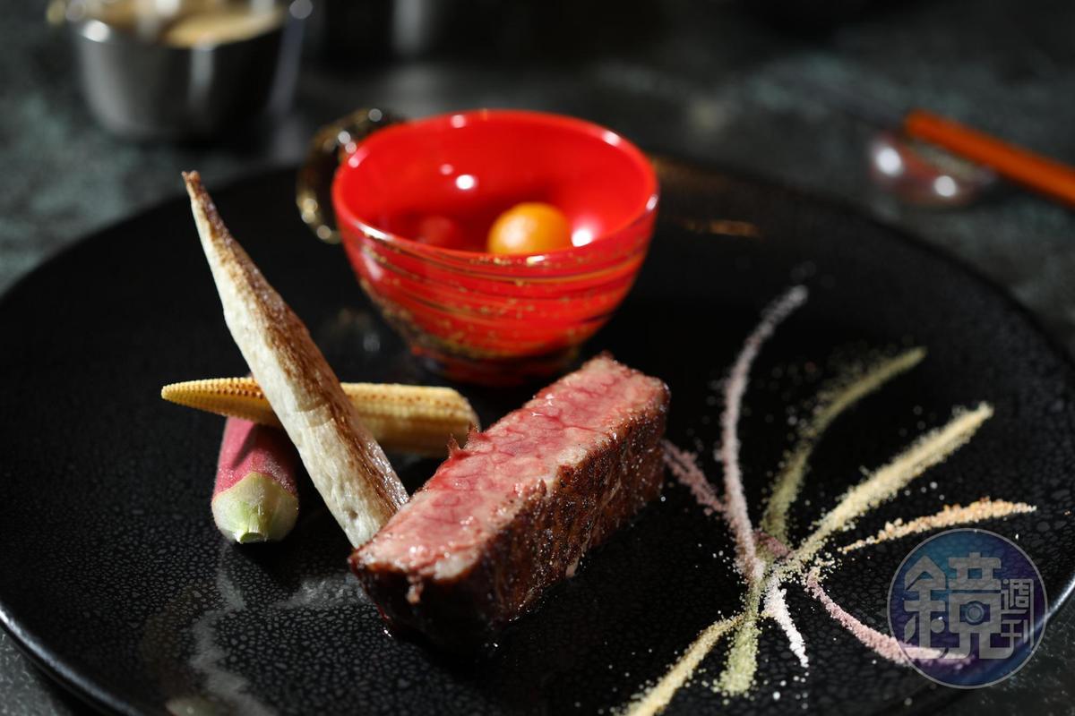 宮澤知敬為但馬家設計的「和牛雙重奏」,神戶牛和宮崎牛在盤中比美。(主廚精選午、晚間套餐菜色)