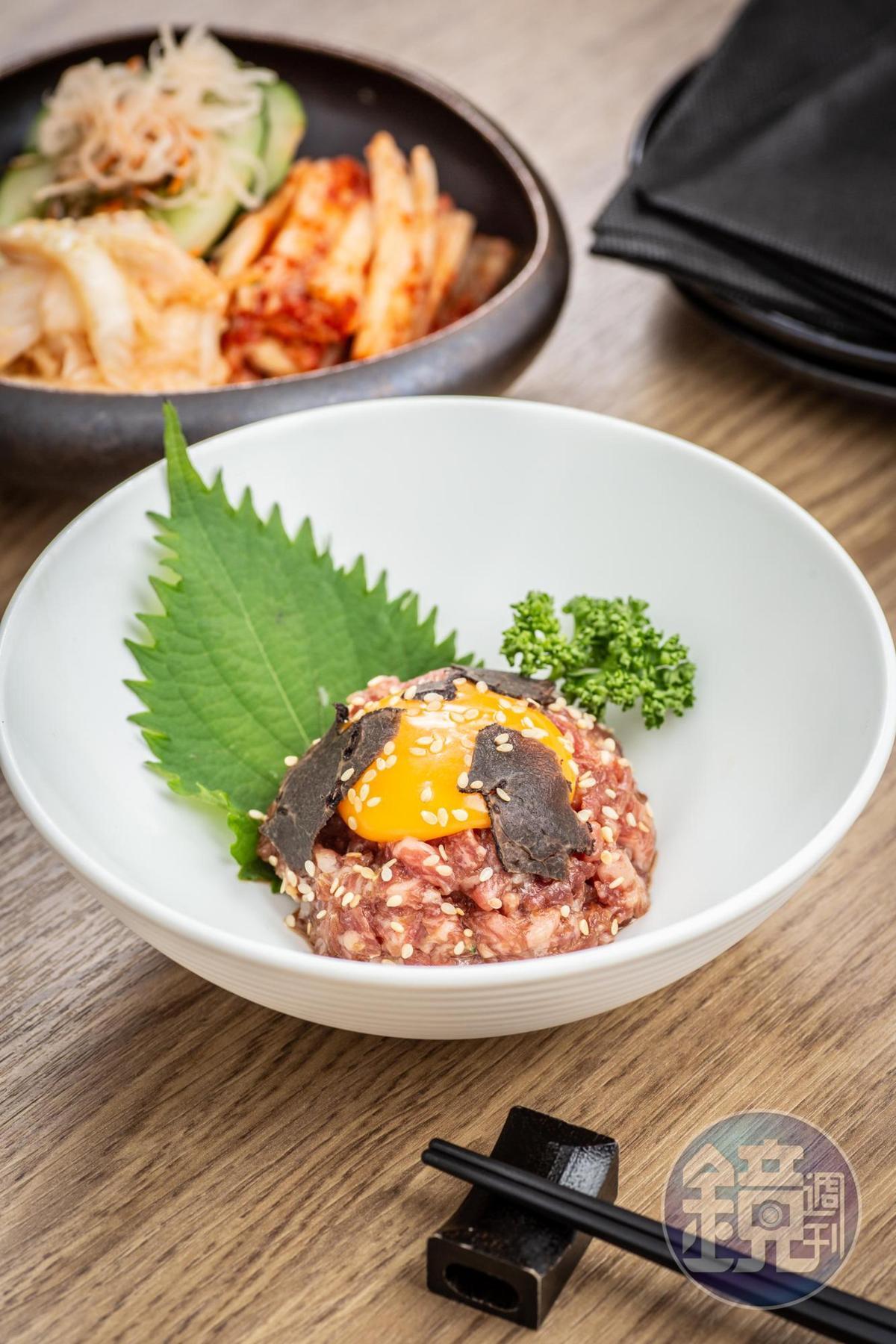 「日本頂級霜降和牛腰肉生拌松露」有松露馨香和蛋黃順滑,東西合璧。(620元/份)